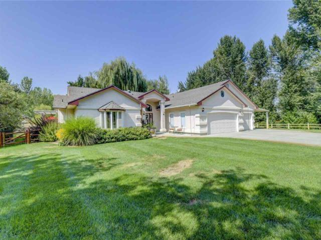 2685 N Showcase Pl, Eagle, ID 83616 (MLS #98703714) :: Givens Group Real Estate