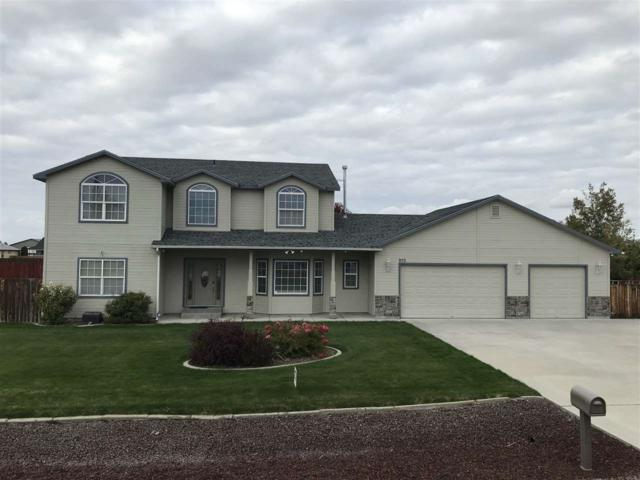 970 NW Bluegrass Circle, Mountain Home, ID 83647 (MLS #98712670) :: Juniper Realty Group
