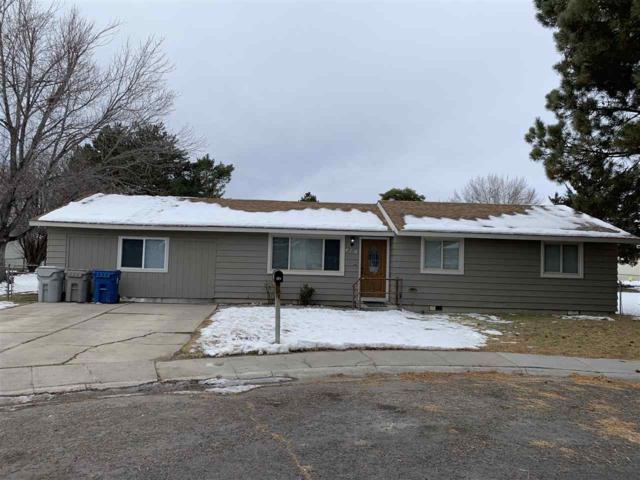 418 Oak Court, Mountain Home, ID 83647 (MLS #98714695) :: Full Sail Real Estate