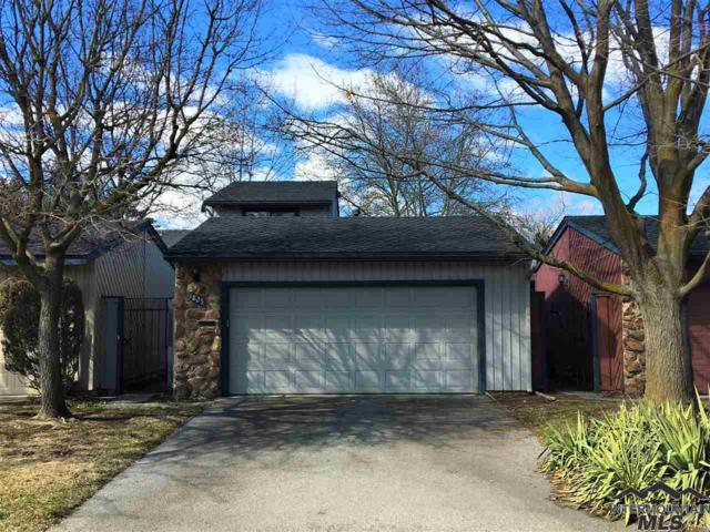 825 N Camelot Dr, Boise, ID 83704 (MLS #98721946) :: Full Sail Real Estate