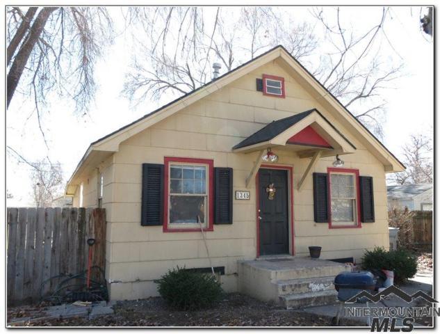 1345 E 4th N, Mountain Home, ID 83647 (MLS #98722416) :: Juniper Realty Group