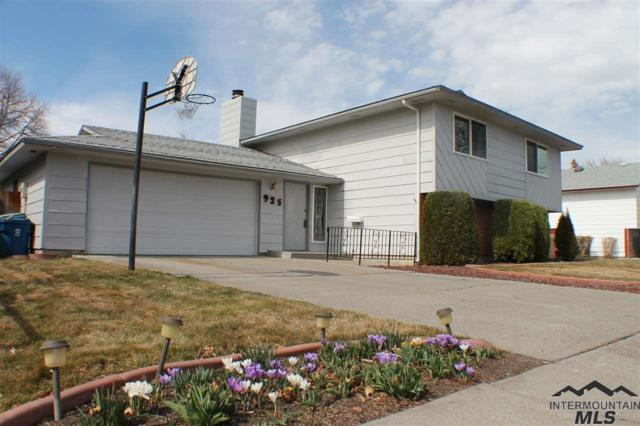 925 Holiday Dr., Mountain Home, ID 83647 (MLS #98722441) :: Juniper Realty Group