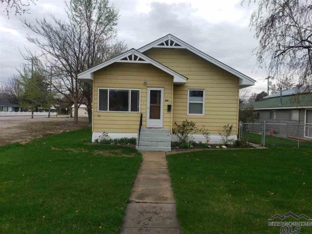 523 E 4th St, Emmett, ID 83617 (MLS #98724528) :: Full Sail Real Estate