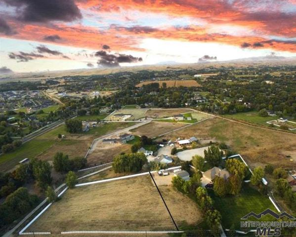 3000 W Floating Feather Rd, Eagle, ID 83616 (MLS #98725352) :: Team One Group Real Estate