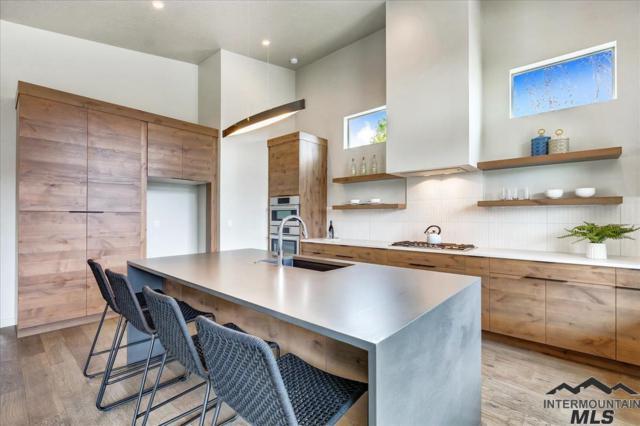 557 W Carnelian Lane, Eagle, ID 83616 (MLS #98725893) :: Team One Group Real Estate