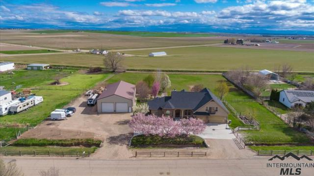 11774 Lawrence Dr, Caldwell, ID 83607 (MLS #98726174) :: Team One Group Real Estate