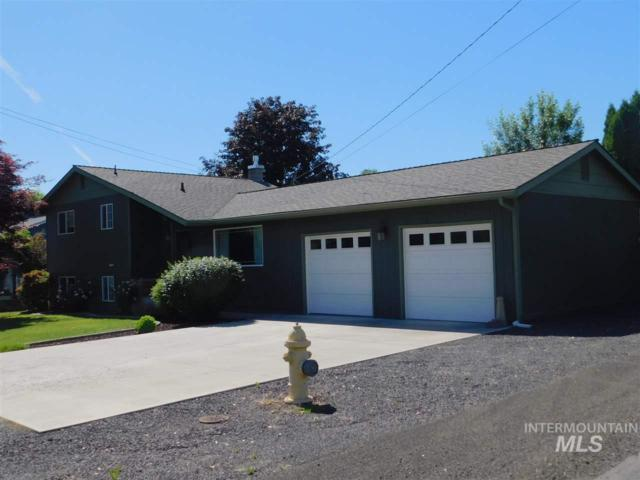 1704 Burrell Avenue, Lewiston, ID 83501 (MLS #98733998) :: Full Sail Real Estate
