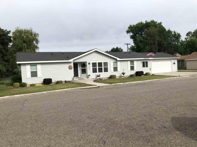 212 S Beverly St, Shoshone, ID 83352 (MLS #98737084) :: Boise River Realty