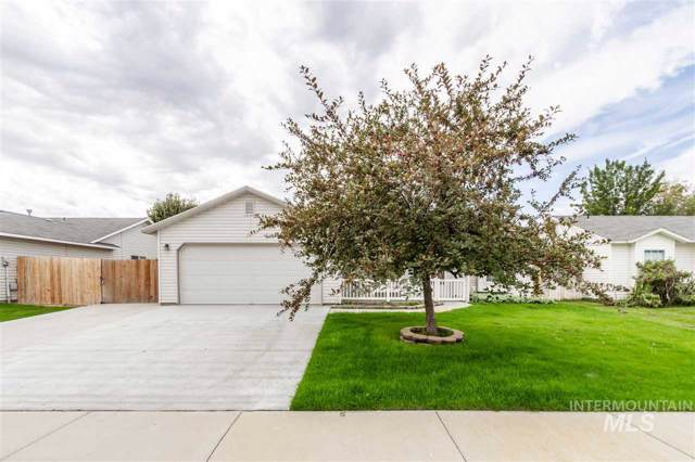 2305 W Sweetbay Ave, Nampa, ID 83651 (MLS #98744833) :: Givens Group Real Estate