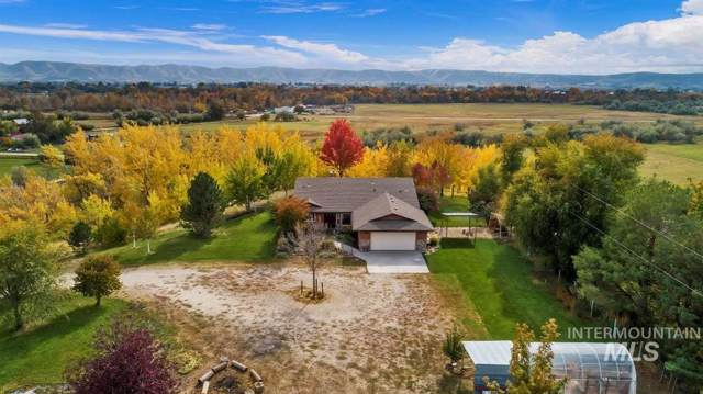 907 Jackson Ave, Emmett, ID 83617 (MLS #98748201) :: Givens Group Real Estate
