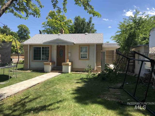 1104 10th Ave S, Nampa, ID 83651 (MLS #98758725) :: Team One Group Real Estate