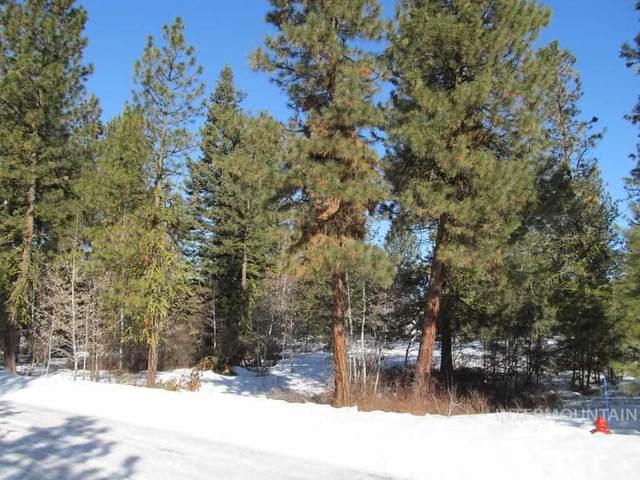 320 Fairview Ln, Cascade, ID 83611 (MLS #98762661) :: Bafundi Real Estate