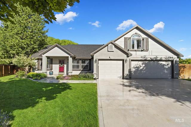 2210 E Harbour Grove, Nampa, ID 83686 (MLS #98768323) :: New View Team