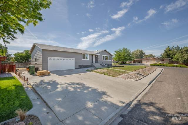 825 SW 12th St, Ontario, OR 97914 (MLS #98768352) :: New View Team