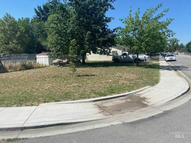 7703 S Mistyglen Ave, Boise, ID 83709 (MLS #98772804) :: Bafundi Real Estate