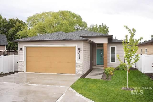 2079 E Oakcrest Drive, Meridian, ID 83646 (MLS #98773194) :: Jon Gosche Real Estate, LLC