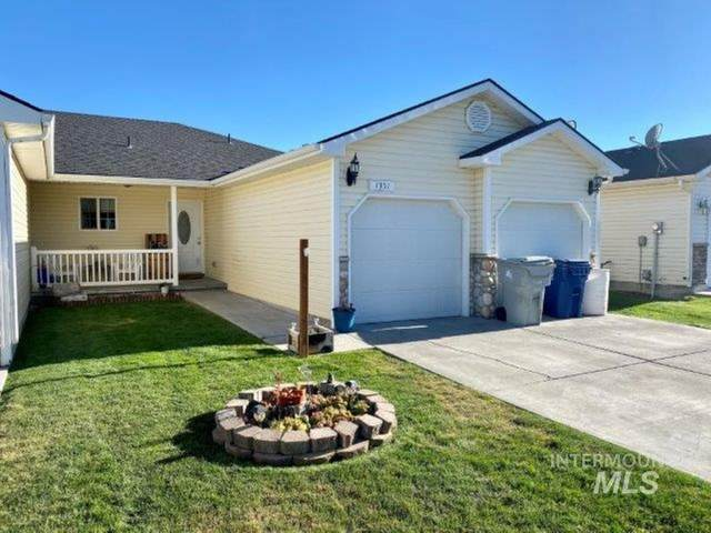 1351 NE Brenda Dr, Mountain Home, ID 83647 (MLS #98776878) :: Full Sail Real Estate