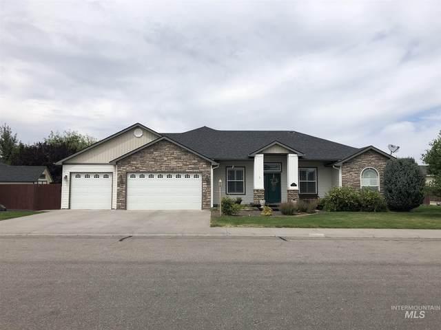 380 NE Greystone Loop, Mountain Home, ID 83647 (MLS #98777053) :: Silvercreek Realty Group