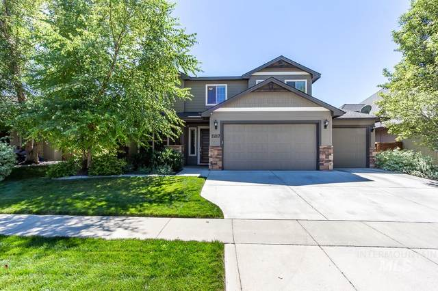 2217 W Boulder Bar Drive, Meridian, ID 83646 (MLS #98777145) :: City of Trees Real Estate