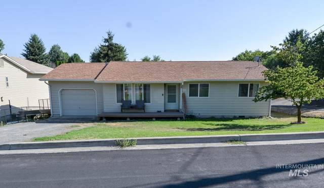 1010 Cedar Ave, Lewiston, ID 83501 (MLS #98777409) :: Team One Group Real Estate