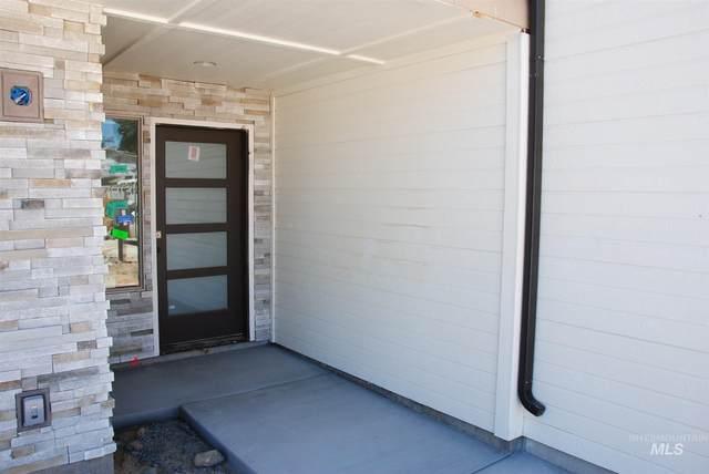 7817 W Crestwood Drive, Boise, ID 83704 (MLS #98778264) :: Full Sail Real Estate