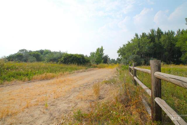 17196 Little Valley Lane, Wilder, ID 83716 (MLS #98778732) :: Boise River Realty