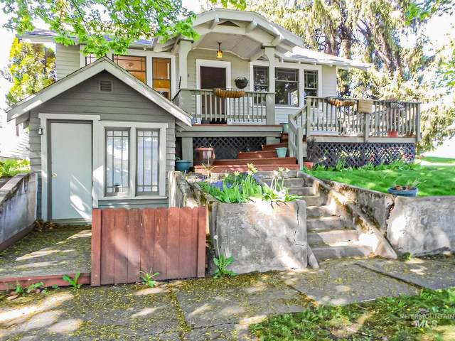 214 W Walnut St, Genesee, ID 83832 (MLS #98782363) :: Story Real Estate