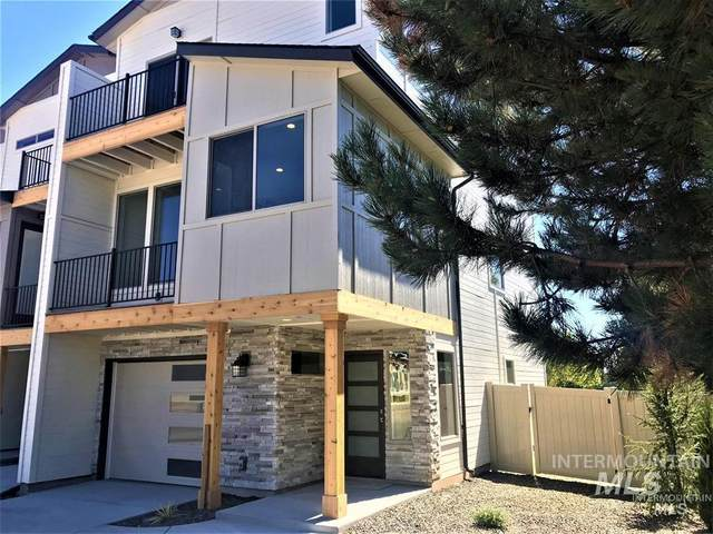 7737 W Crestwood Drive, Boise, ID 83704 (MLS #98782940) :: City of Trees Real Estate