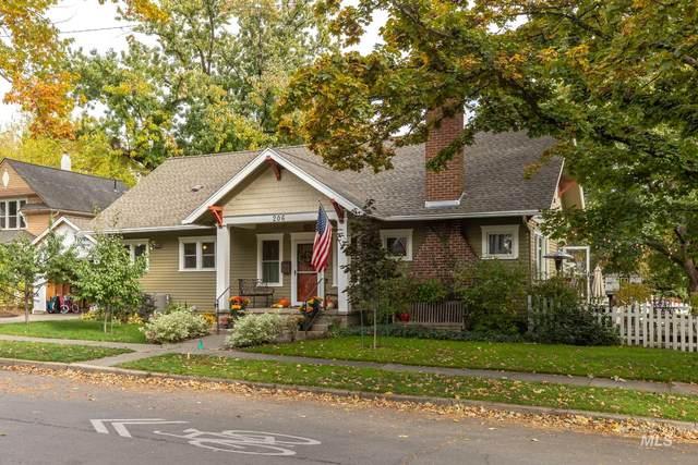 206 N Van Buren St, Moscow, ID 83843 (MLS #98785011) :: Navigate Real Estate