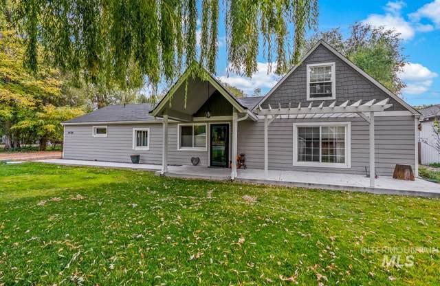 3420 N Hawthorne Drive, Boise, ID 83703 (MLS #98785251) :: Michael Ryan Real Estate