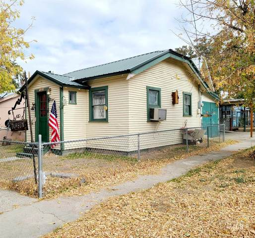 490 1st St East, Huntington, OR 97907 (MLS #98785532) :: Team One Group Real Estate