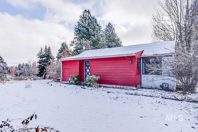 812 Apple Lane, Moscow, ID 83843 (MLS #98786861) :: Beasley Realty