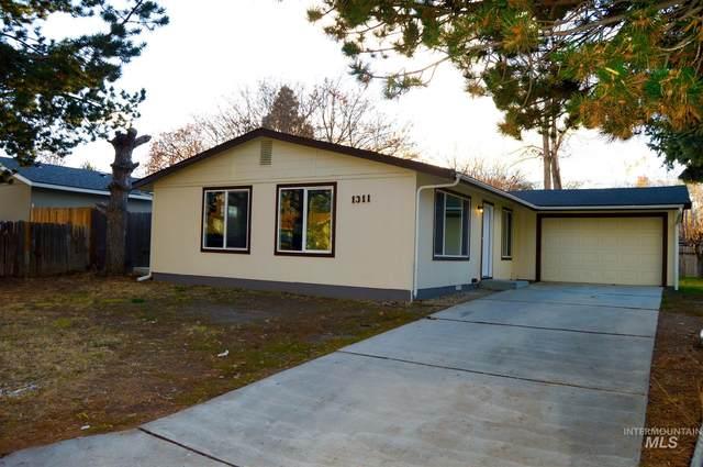 1311 N La Cresta, Caldwell, ID 83605 (MLS #98787363) :: City of Trees Real Estate