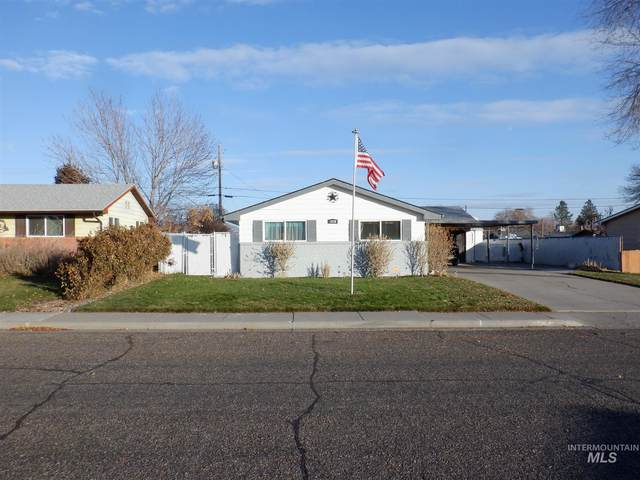 1820 N 7th East, Mountain Home, ID 83647 (MLS #98787676) :: Shannon Metcalf Realty