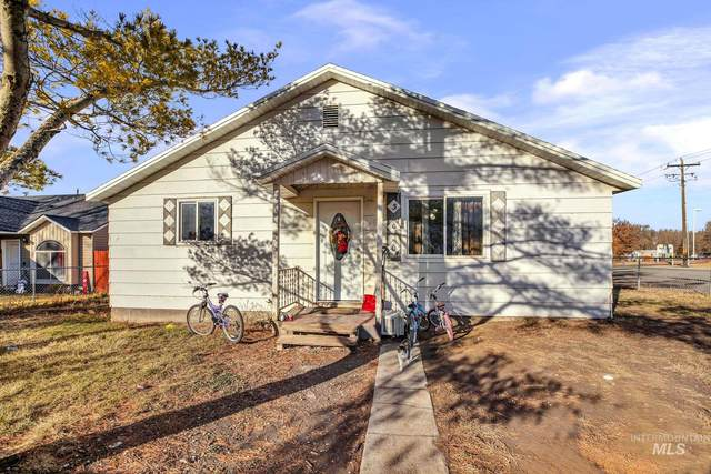 300 3rd Avenue West, Jerome, ID 83338 (MLS #98790846) :: The Bean Team