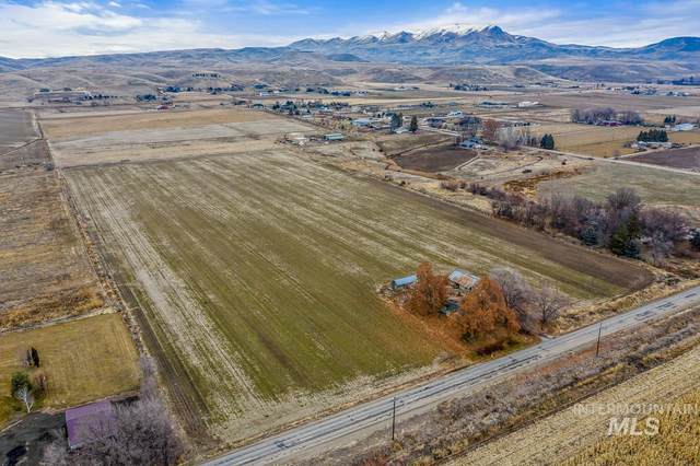 1720 W Black Canyon Hwy, Emmett, ID 83617 (MLS #98791142) :: The Bean Team