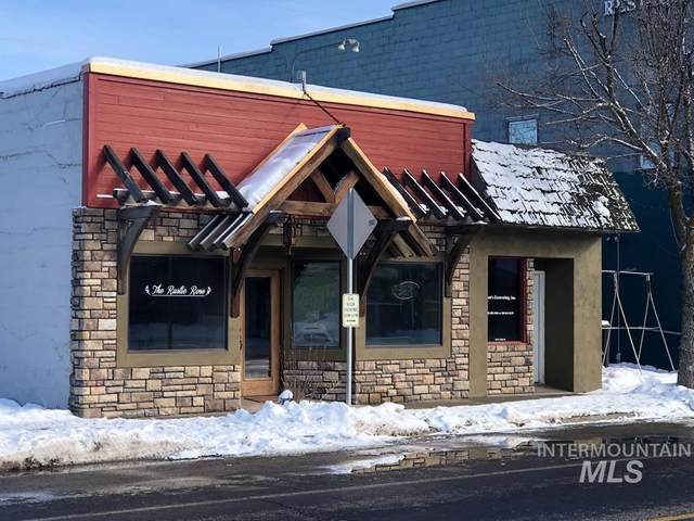 120 N Main St, Cascade, ID 83611 (MLS #98791632) :: The Bean Team
