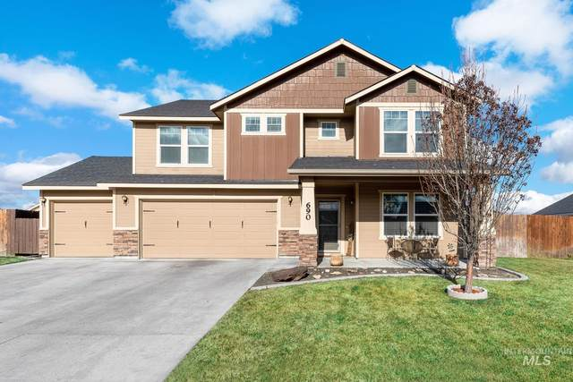690 SW Huebert, Mountain Home, ID 83647 (MLS #98791928) :: City of Trees Real Estate