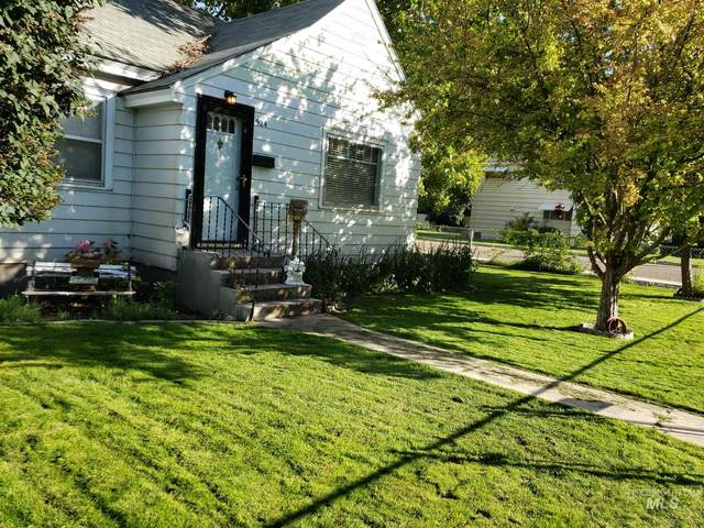 924 13th Ave S, Nampa, ID 83651 (MLS #98794589) :: Bafundi Real Estate