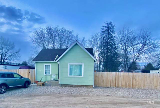 216 Davis Ave., Nampa, ID 83651 (MLS #98796803) :: Jon Gosche Real Estate, LLC