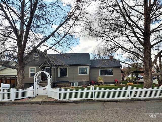 403 E 3rd Street, Emmett, ID 83617 (MLS #98798800) :: Build Idaho
