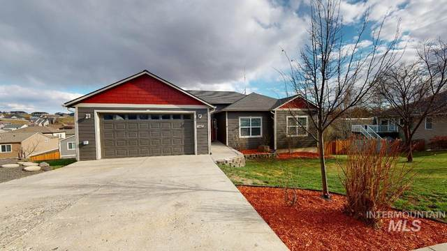 2405 Cambridge Court, Moscow, ID 83843 (MLS #98799459) :: Shannon Metcalf Realty
