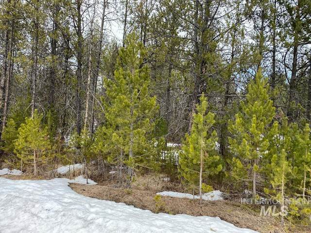 22 White Fir Loop, Donnelly, ID 83615 (MLS #98799957) :: Full Sail Real Estate
