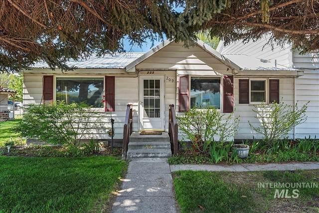 209 S Pine Ave, Emmett, ID 83617 (MLS #98802363) :: Juniper Realty Group