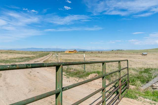S Kestrel Cry Lane, Kuna, ID 83634 (MLS #98802564) :: Minegar Gamble Premier Real Estate Services