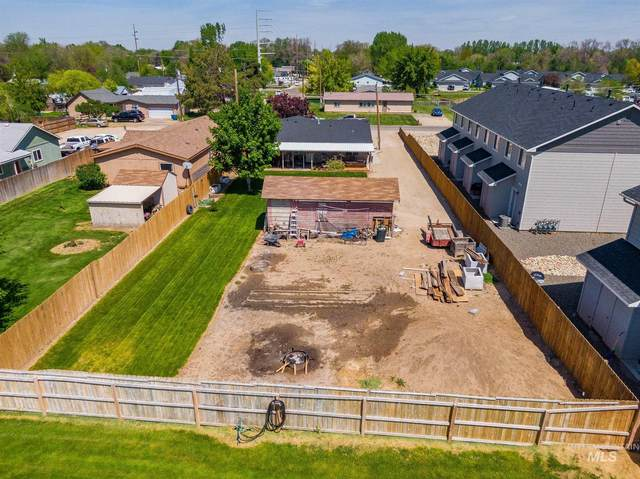 1003 E Iowa Ave, Nampa, ID 83686 (MLS #98802975) :: Full Sail Real Estate