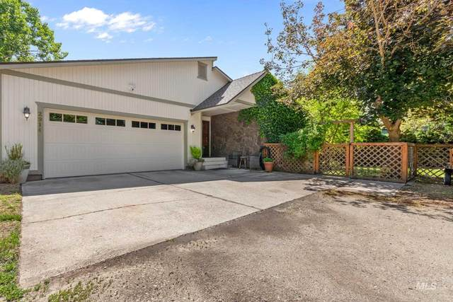 2914 N Tamarack Dr, Boise, ID 83703 (MLS #98805200) :: Hessing Group Real Estate