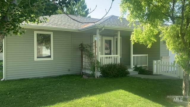 1400 Lara Place, Mountain Home, ID 83647 (MLS #98806907) :: Minegar Gamble Premier Real Estate Services