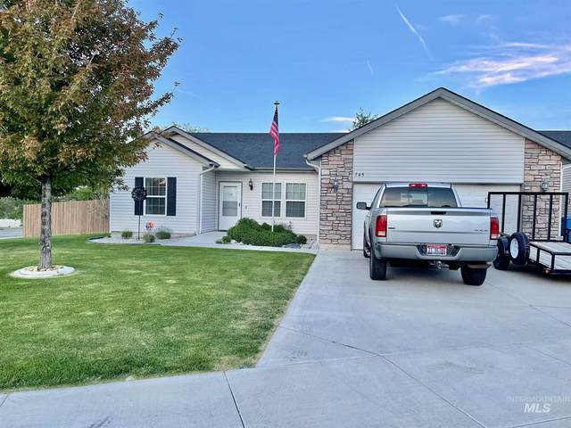 745 Parkwood Drive, Twin Falls, ID 83301 (MLS #98806978) :: Team One Group Real Estate