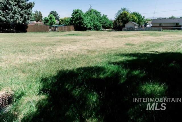 208 Pleasanton Dr, Nampa, ID 83686 (MLS #98807216) :: The Bean Team